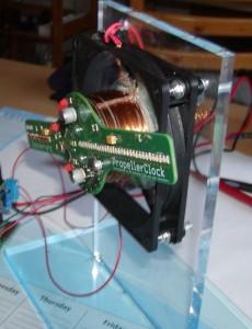 PropellerClock mit Spule für Stromübertragung