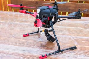 Rollei Actioncam 410 an einem Quadrocopter