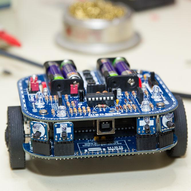 Nibo Burger Autonomer Roboter Bausatz im Test